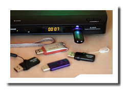 USB Stick mit dem Comag SL 40 HD Satelliten Receiver